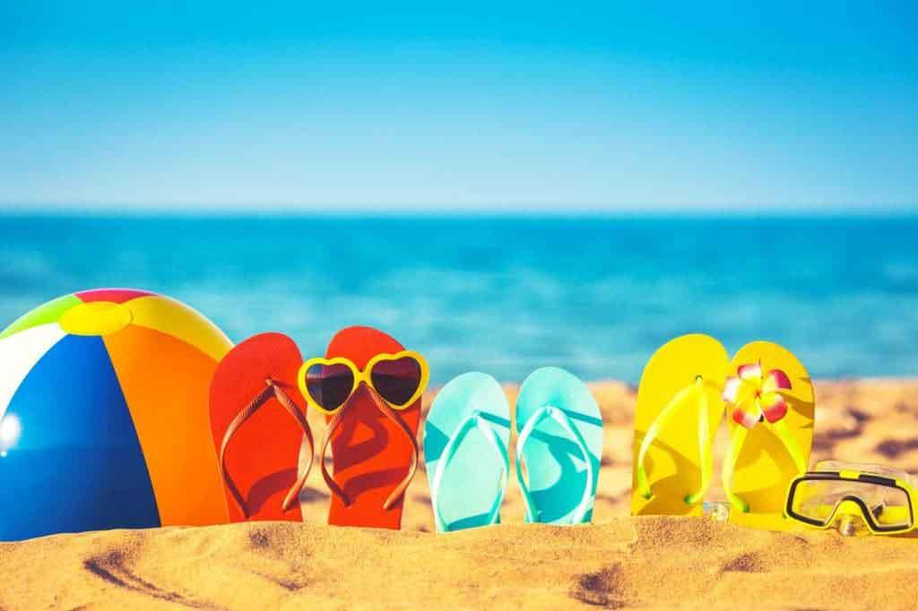 Strandpapucsok a homokban