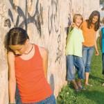 Mitől lesz egy gyerek népszerű a társai között? Miért pont az én gyerekemet közösítik ki?